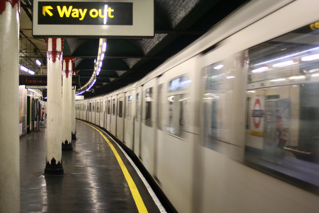 london-tube-1450100-639x426_orig